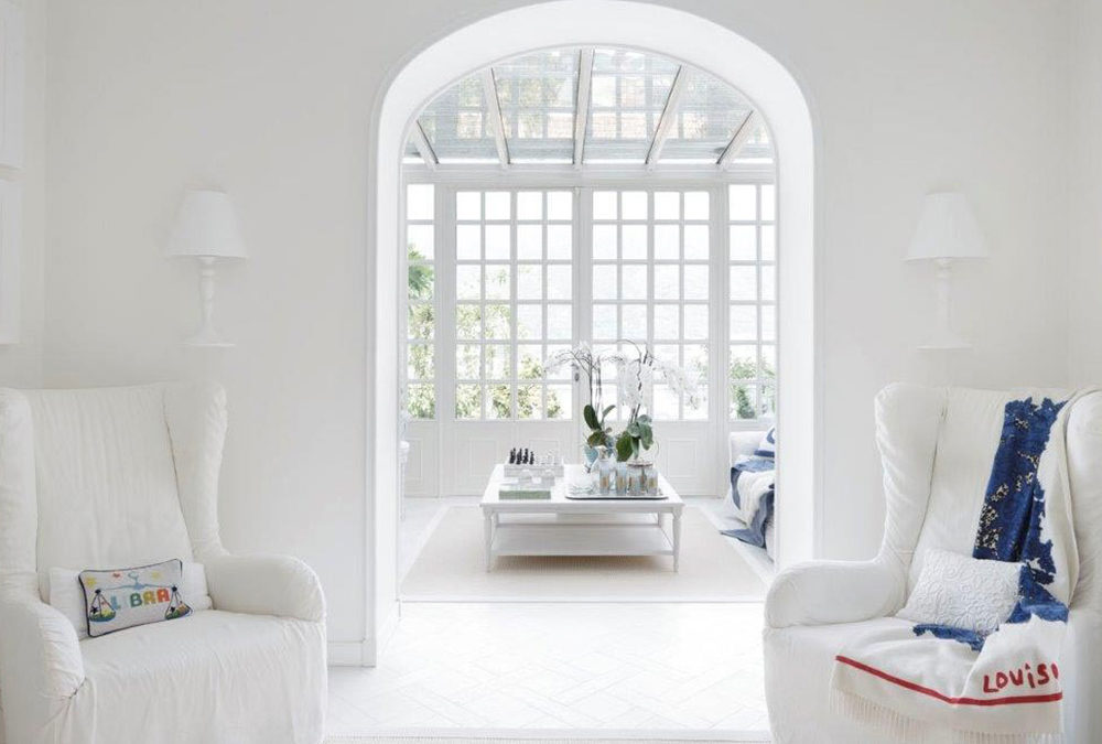 WHITE PRIVATE HOUSE